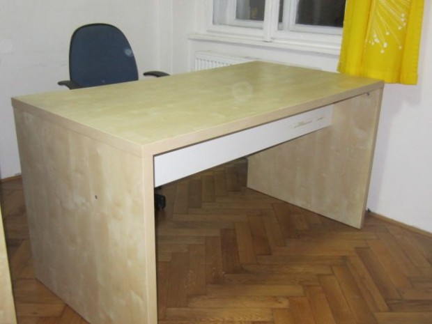 Daruji za odvoz psací stůl ikea, světlý, v dobrém stavu   VšezaOdvoz