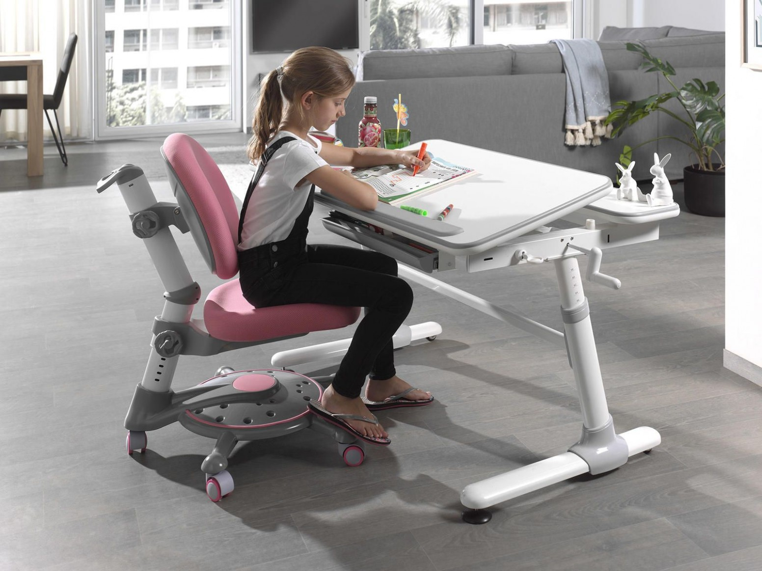 Rostoucí psací stůl pro děti Comfortline | InHaus.cz