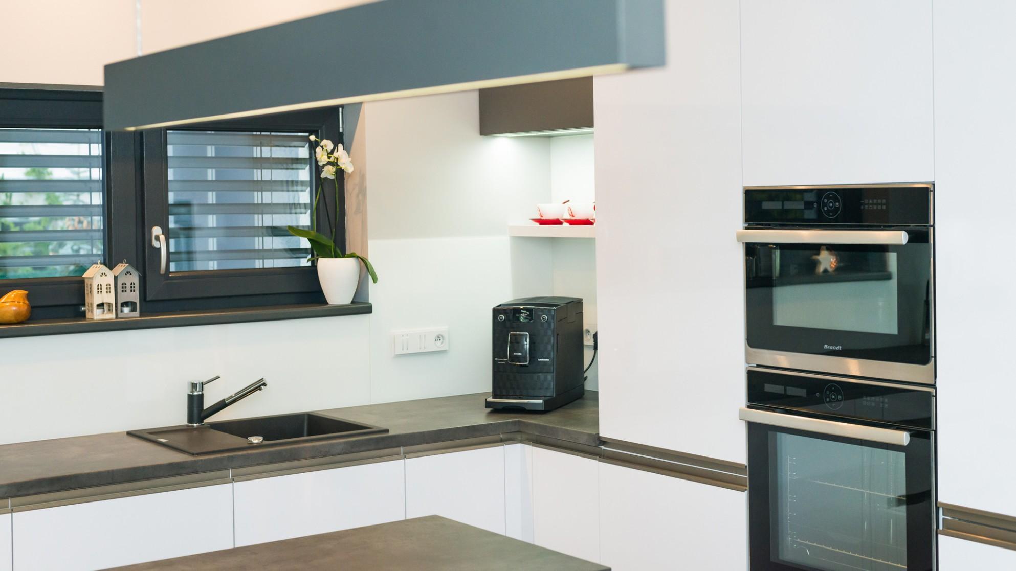 Moderní kuchyně na míru mění podstatu, jsou prostornější a útulnější