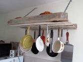 Stojan na pánve do kuchyně