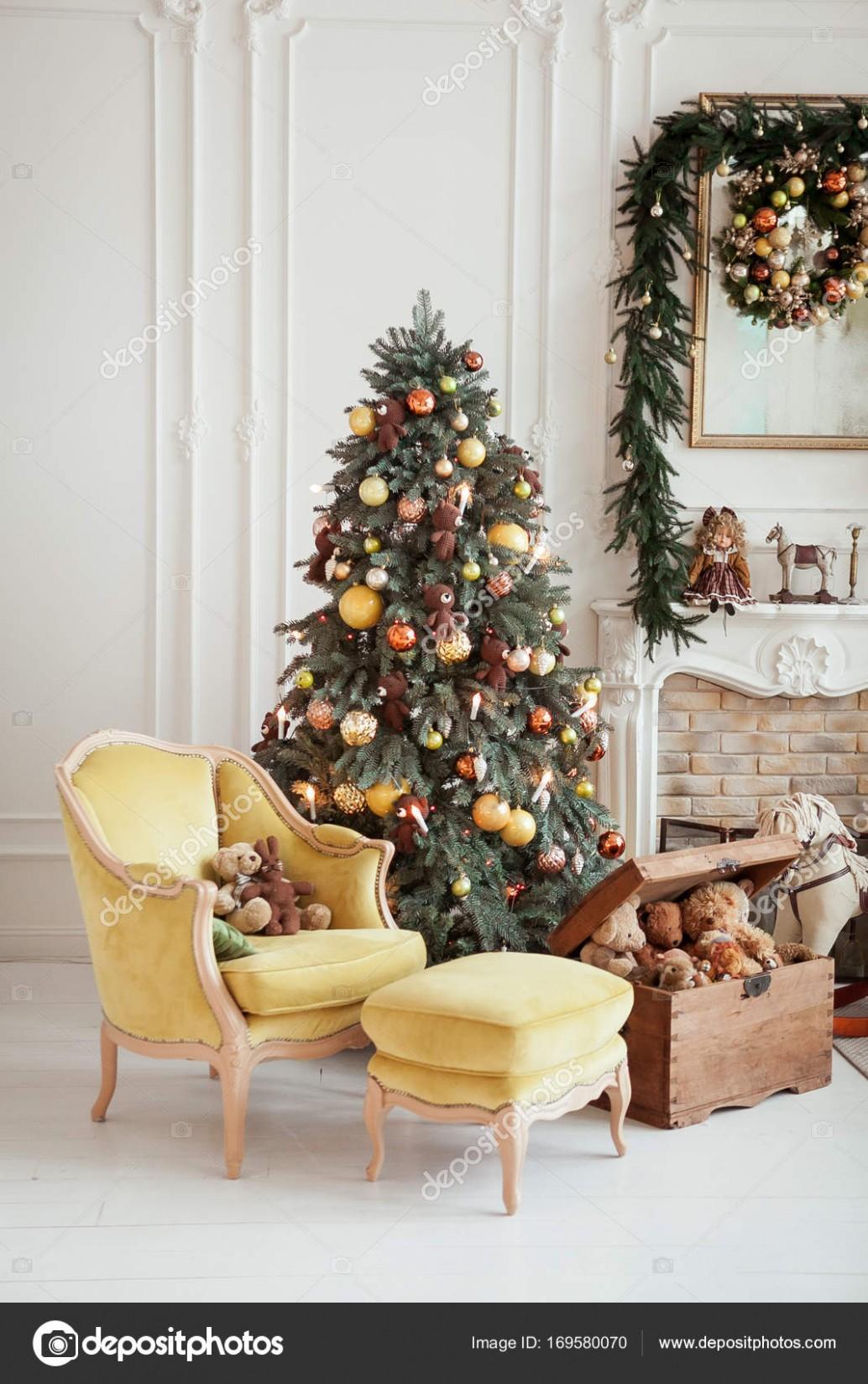 Krásné vánoční interiér. Silvestrovské dekorace. Obývací ...