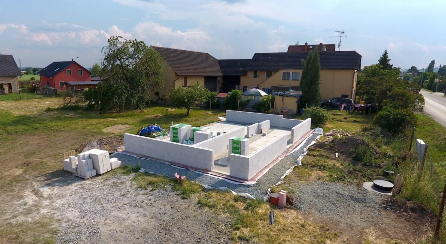 Stavíme pasivní dům – V září 23 jsme si začali pohrávat s ...