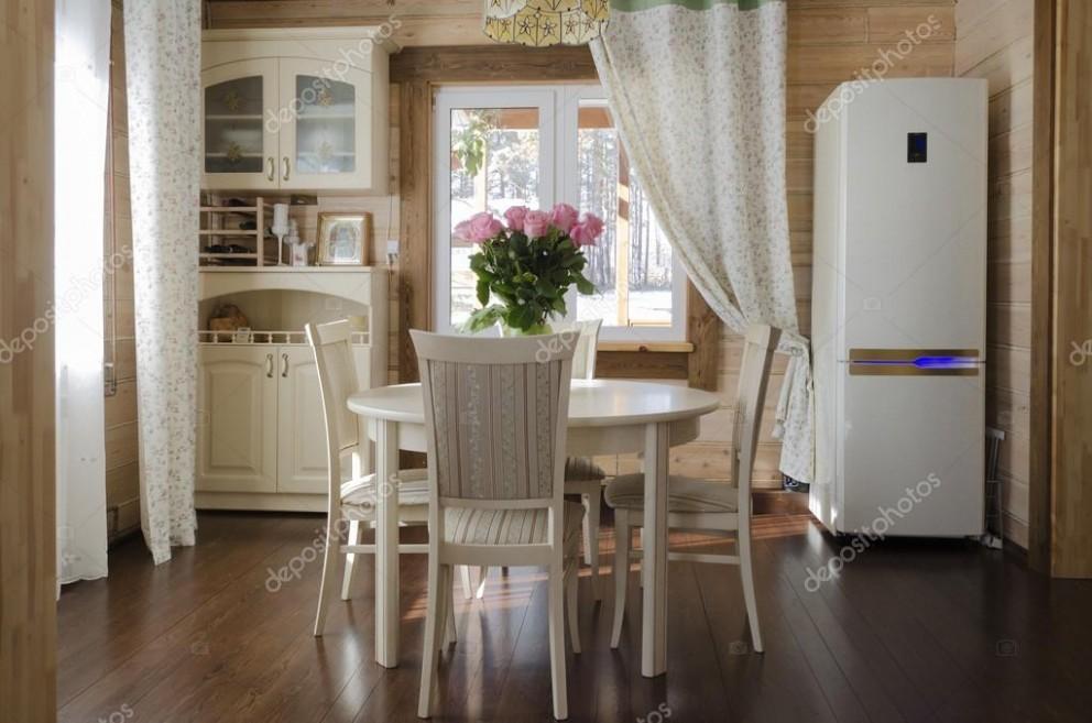 Interiér jídelny v venkovském domě. vesnický styl — Stock Fotografie © mors74 #43614313